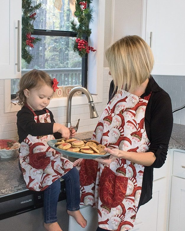 Holly's Reversible Apron Simple Life Pattern Company SLPco PDF downloadable sewing pattern for beginners child, tween, women FREE Pattern apron ruffle pockets reversible boys girls holidays baking gift kitchen
